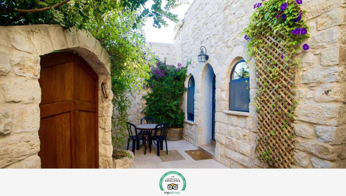 Relax and enjoy the natural beautyCourtyard with outside dining